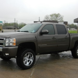 "2008 Silverado 2.5"" TGC leveling kit, 3"" zone bl, 20 X 10 Predators, 305 55 20 Trail Grapplers"