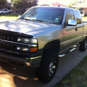 2000 2WD 2500 LS Silverado, 80K miles No commercially manufactured Lift Kits available....... Were there's a will there's a way.....