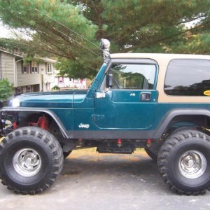 Was my 98 wrangler with 8inches of lift on 40s