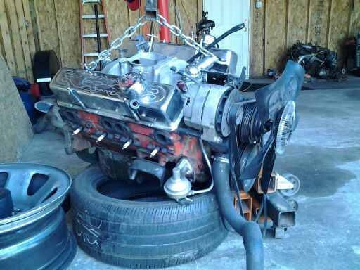 350 scb with a edelbrock intake and quadajet carb | Chevy